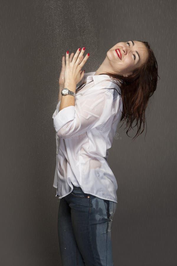 Portret młoda kobieta pod kiścią obraz royalty free