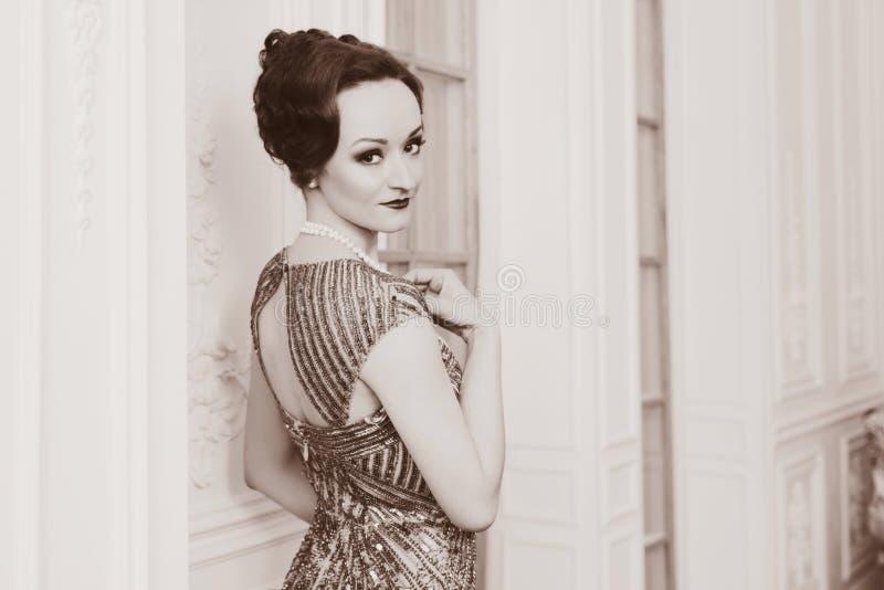 Portret młoda kobieta w art deco stylu obrazy royalty free