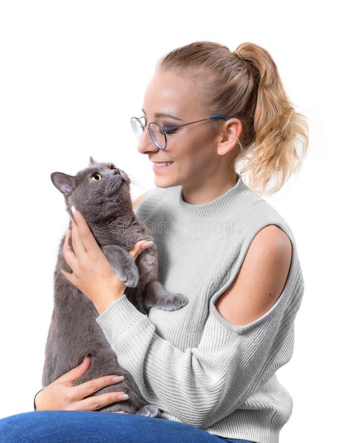 Portret młoda kobieta z Brytyjskim kotem zdjęcie royalty free