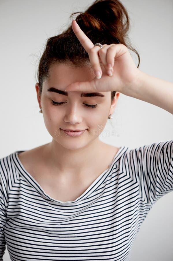 Portret młoda piękna dziewczyna z brązu czarni włosy i oczami Naturalny piękno z czystą rozjarzoną skórą, obraz stock