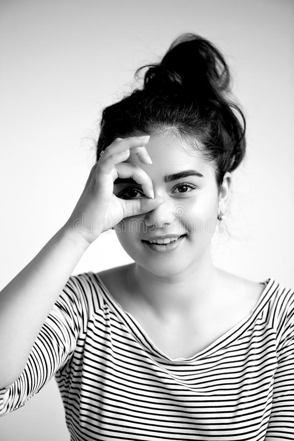 Portret młoda piękna dziewczyna z brązu czarni włosy i oczami Naturalny piękno z czystą rozjarzoną skórą, , Czarny i biały zdjęcia stock