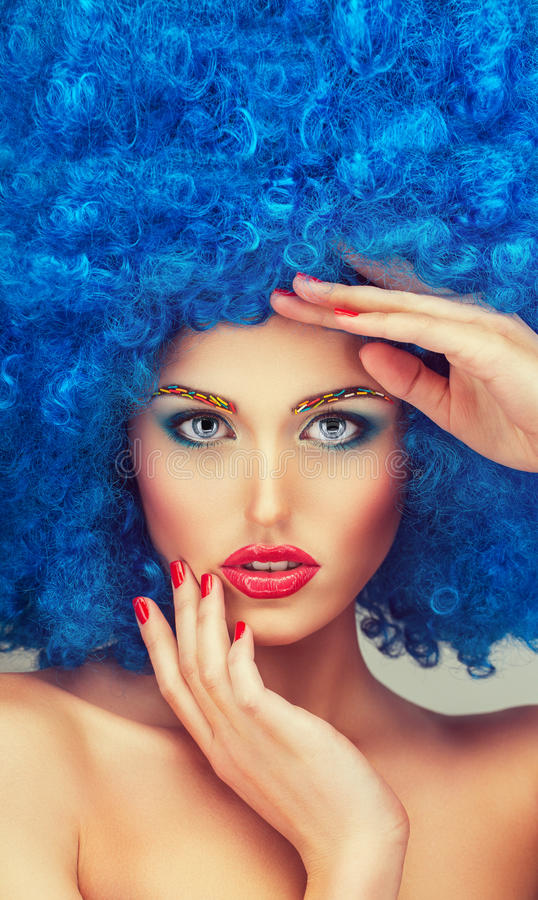 Portret młoda piękna dziewczyna z jaskrawym makeup obrazy stock