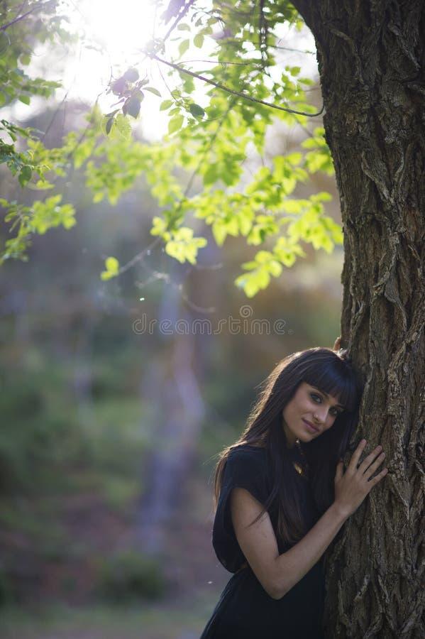 Portret młoda piękna kobieta, model moda, w naturze l obraz stock