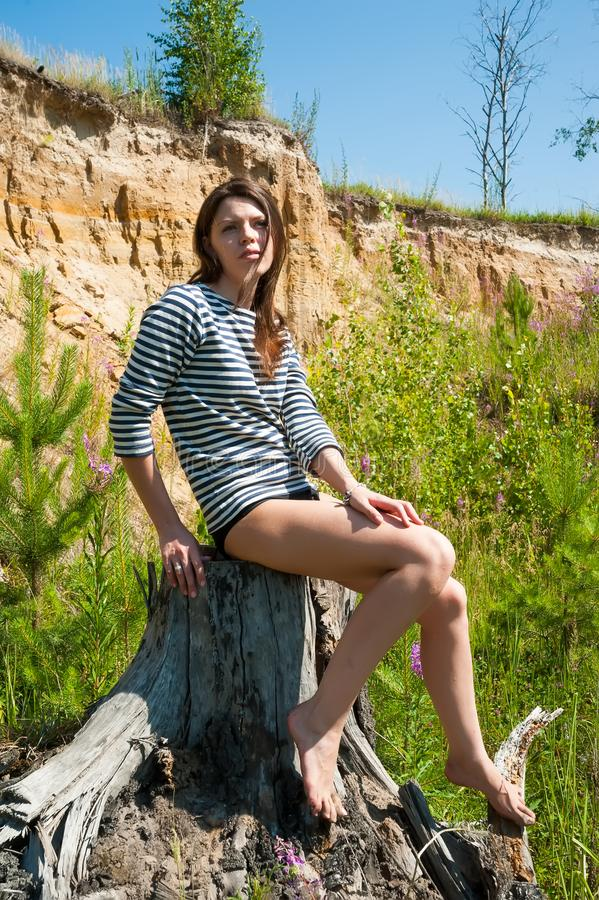 Portret młoda piękna kobieta na fiszorku zdjęcie royalty free