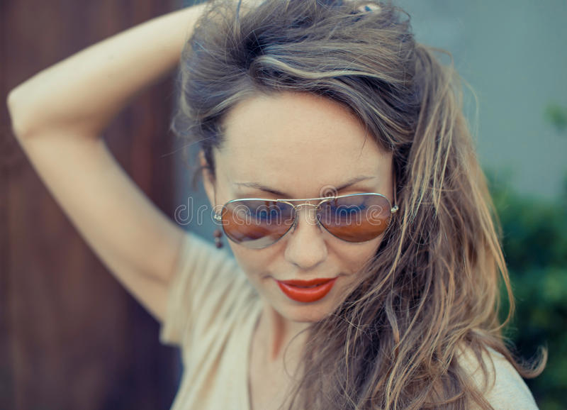 Portret Młoda Piękna kobieta Retro filmu styl zdjęcie royalty free