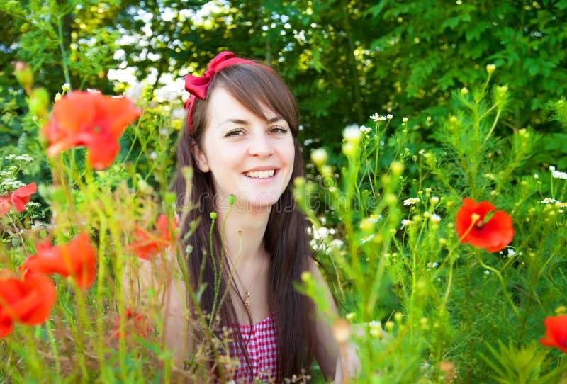 Portret młoda piękna kobieta w naturze fotografia royalty free