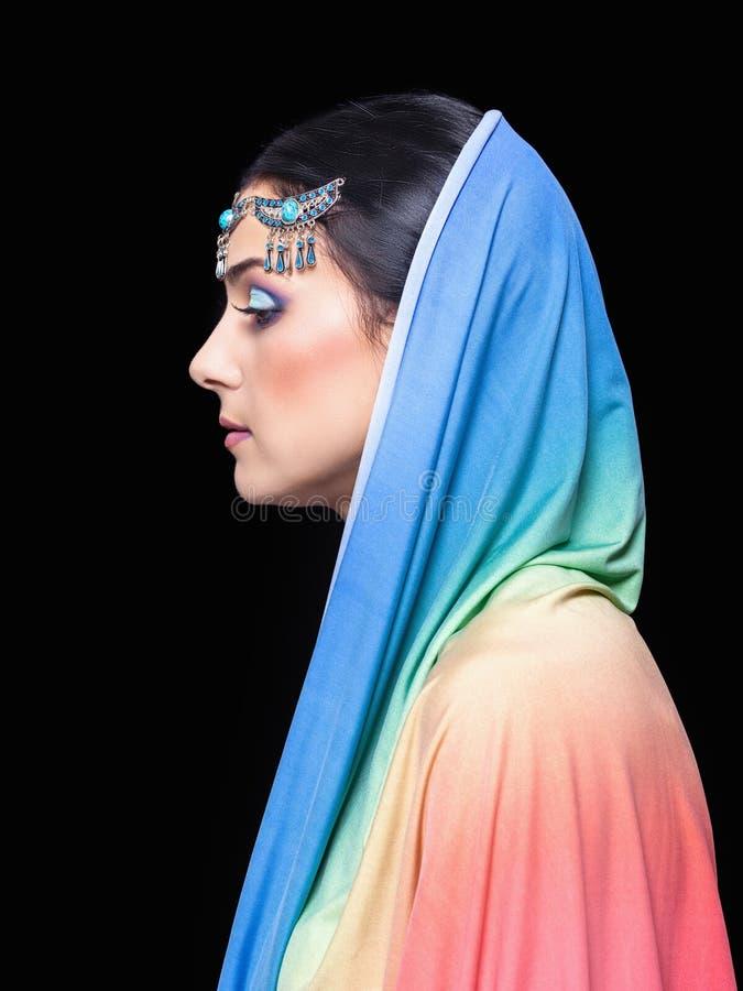 Portret młoda piękna kobieta w orientalnym stylu, sideview obrazy stock