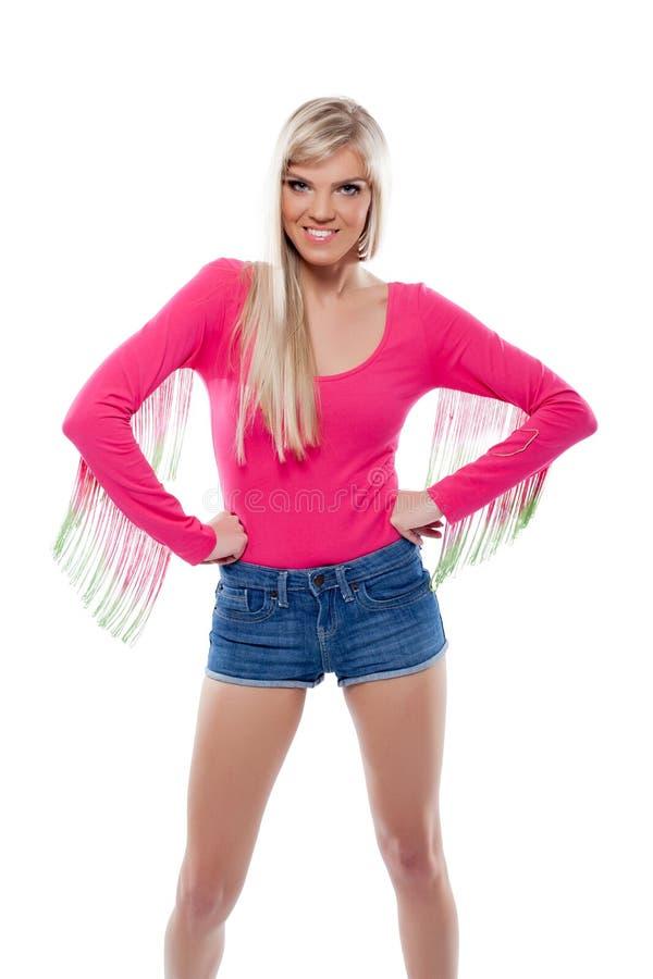 Portret młoda rozochocona blondynka pozuje w studiu zdjęcie royalty free