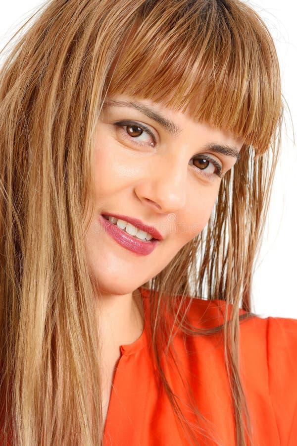 Portret młoda rozochocona uśmiechnięta kobieta zdjęcie stock