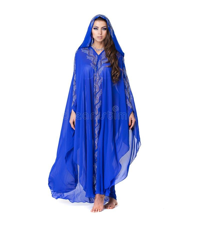 Portret młoda seksowna kobieta w błękitnym tunika języku arabskim zdjęcie royalty free