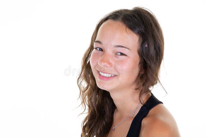 Portret młoda szczęśliwa nastoletnia dziewczyna ono uśmiecha się w biel kopii przestrzeni tle obraz royalty free