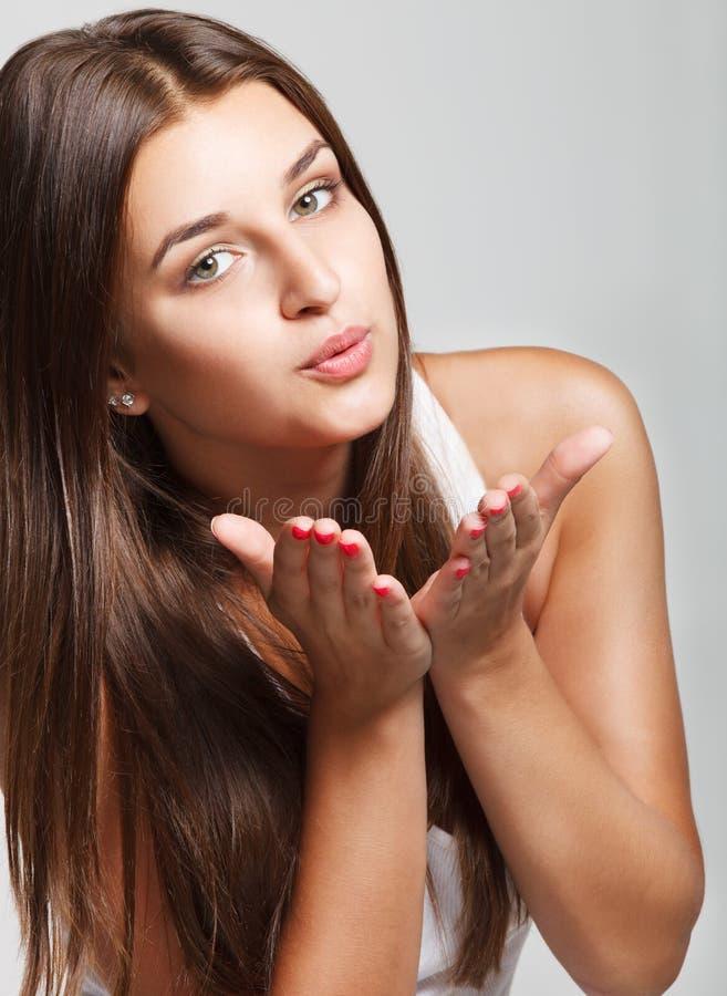 Portret młoda uśmiechnięta dziewczyna zdjęcia stock