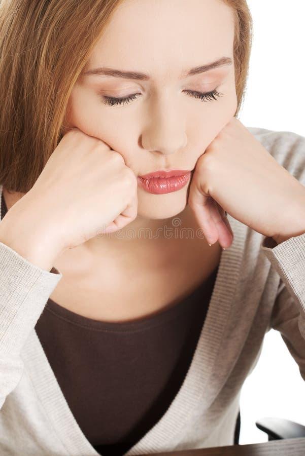 Portret młoda zmęczona kobieta obraz stock
