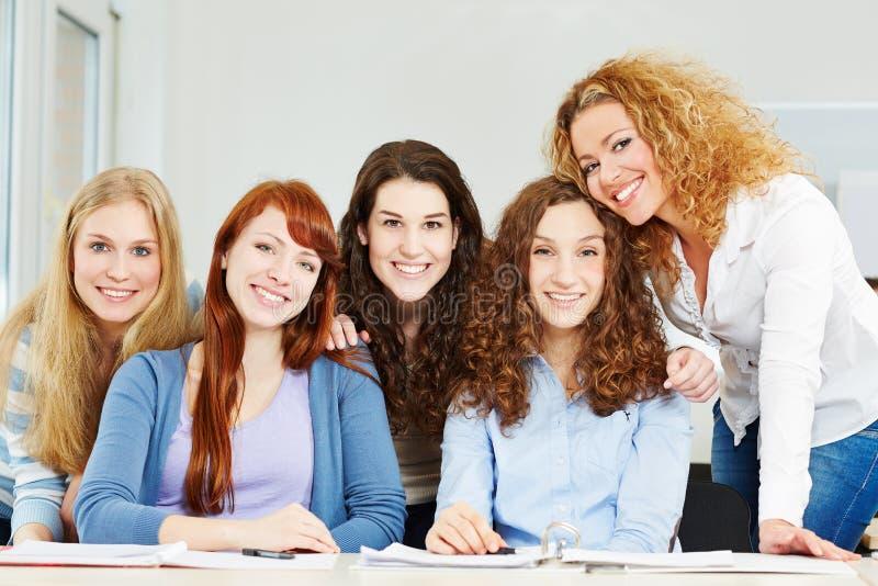 Portret młode atrakcyjne kobiety zdjęcia stock