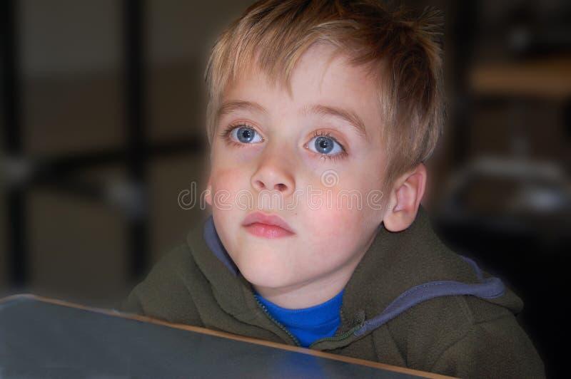 Portret Młodej chłopiec Unsmiling uczeń obrazy stock