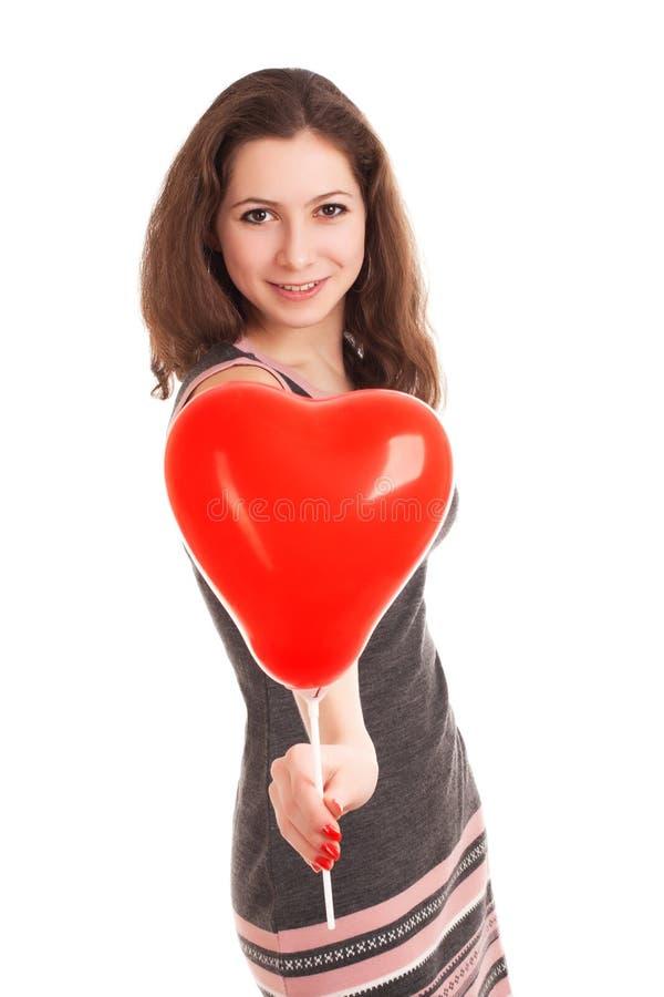 Portret młodej kobiety mienia czerwieni balon obrazy stock