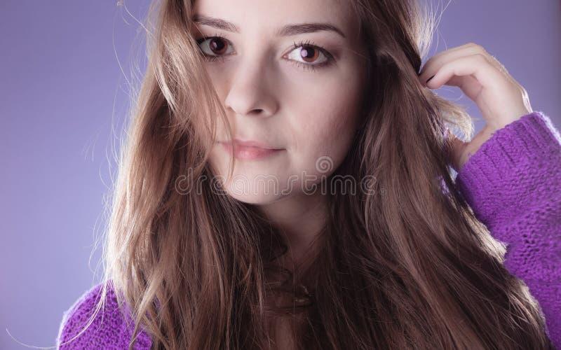 Portret młodej kobiety nastoletnia dziewczyna długie włosy obraz stock