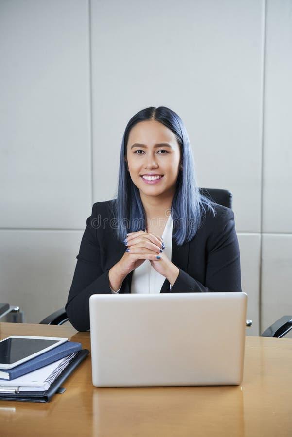 Portret młody żeński przedsiębiorca zdjęcia stock