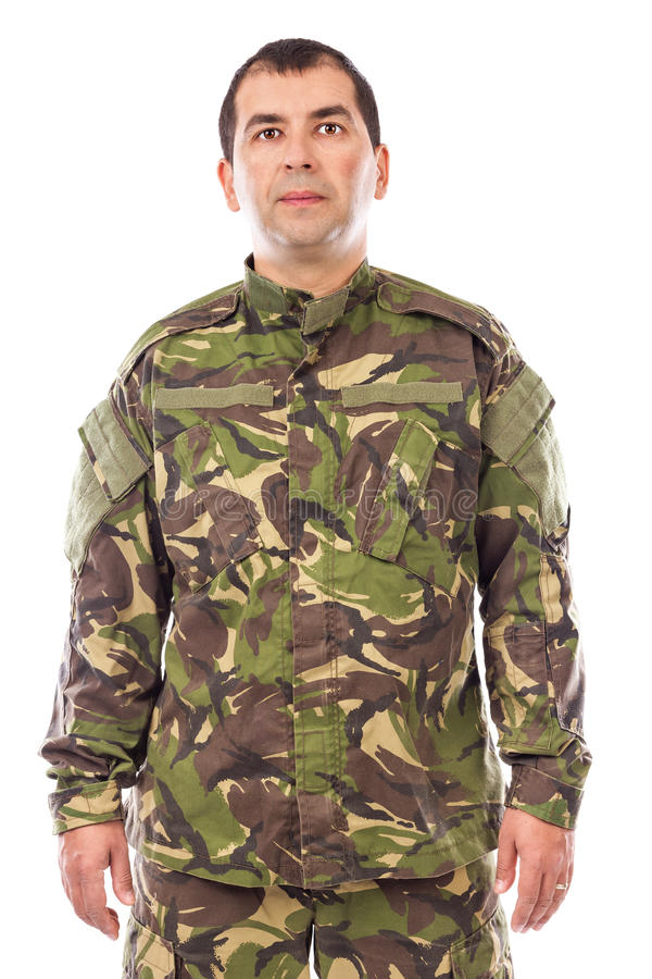 Portret młody żołnierz patrzeje kamerę odizolowywającą obraz stock