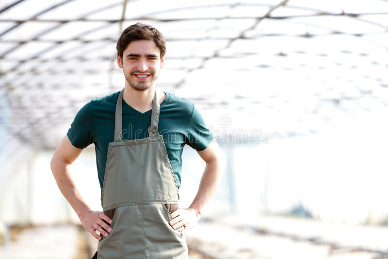 Portret młody atrakcyjny rolnik obraz stock