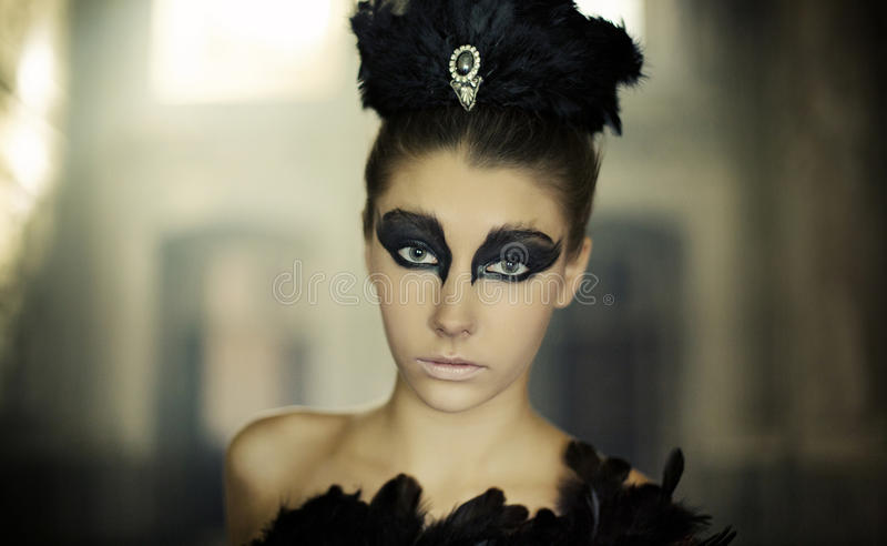 Portret młody baletniczy tancerz jako łabędź zdjęcie stock