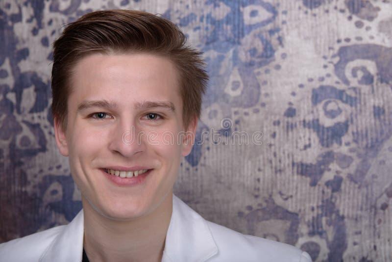Portret młody człowiek zdjęcie stock