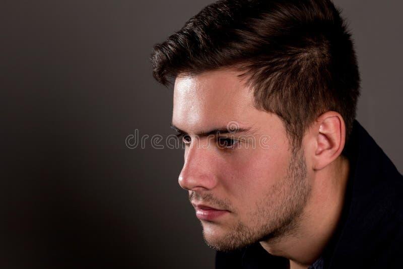 Portret młody człowiek zdjęcie royalty free