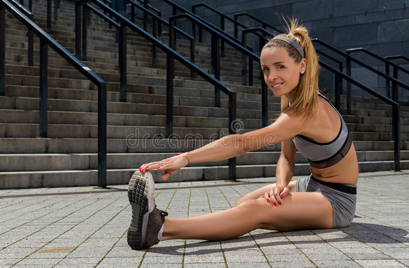 Portret młody i piękny żeński sprawności fizycznej szkolenie Sport motywacja fotografia royalty free
