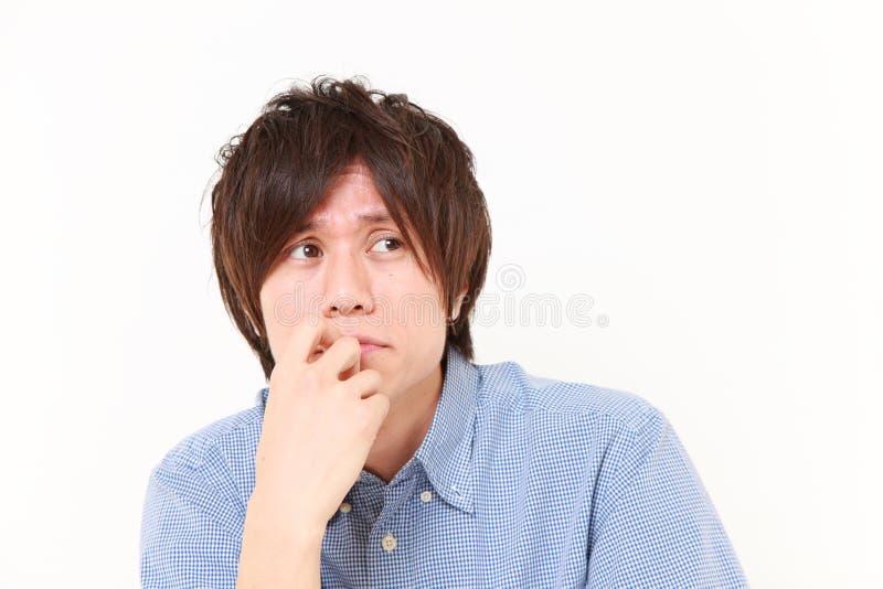 Portret młody Japoński mężczyzna martwi się o coś obraz stock