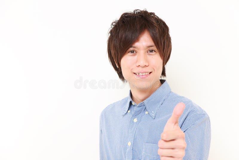 Portret młody Japoński mężczyzna z aprobatami gestykuluje obraz stock