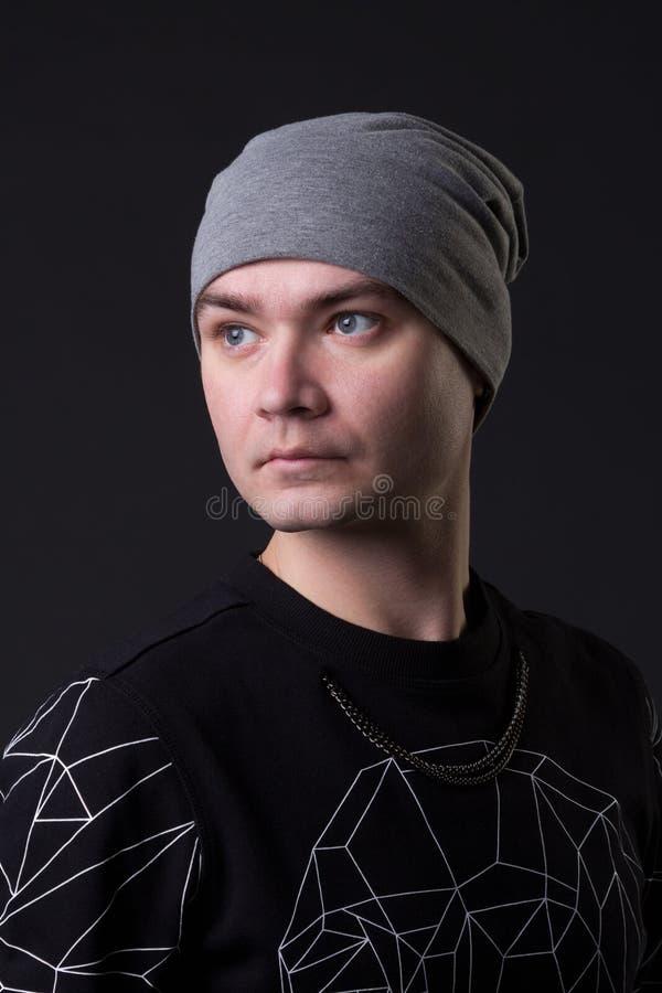 Portret młody modnisia facet zdjęcie royalty free