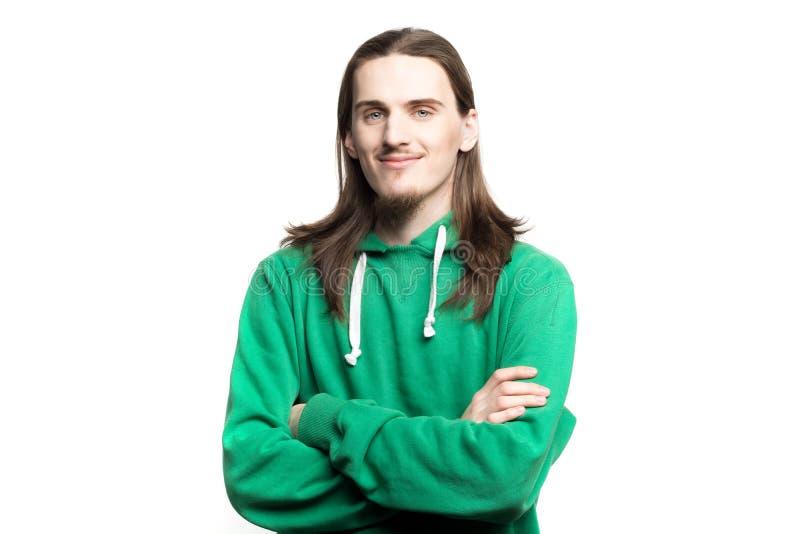 Portret młody przystojny mężczyzna patrzeje w kamer agains bielu tle w zielonym hoodie obraz royalty free