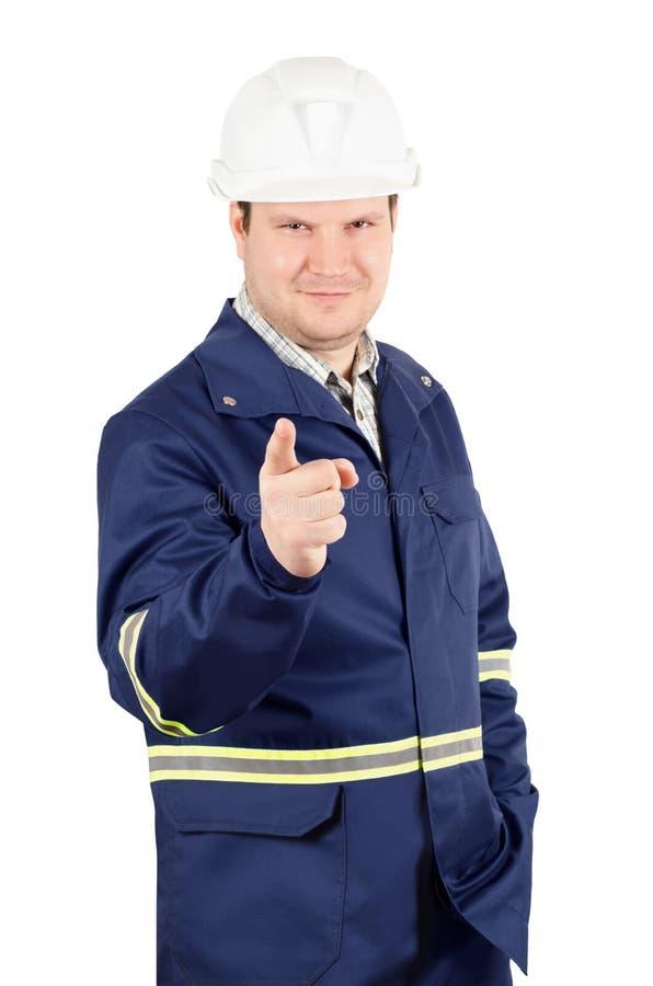 Portret młody uśmiechnięty inżynier wskazuje kamera obraz stock