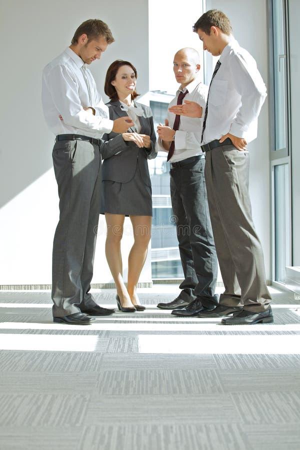 Portret młodzi caucasian ludzie biznesu w biurze obraz royalty free