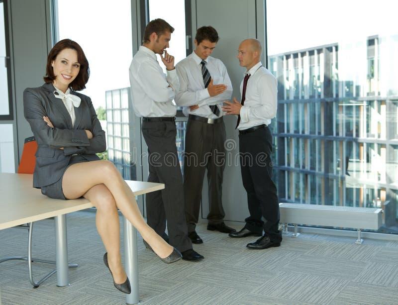 Portret młodzi caucasian ludzie biznesu w biurze obrazy stock