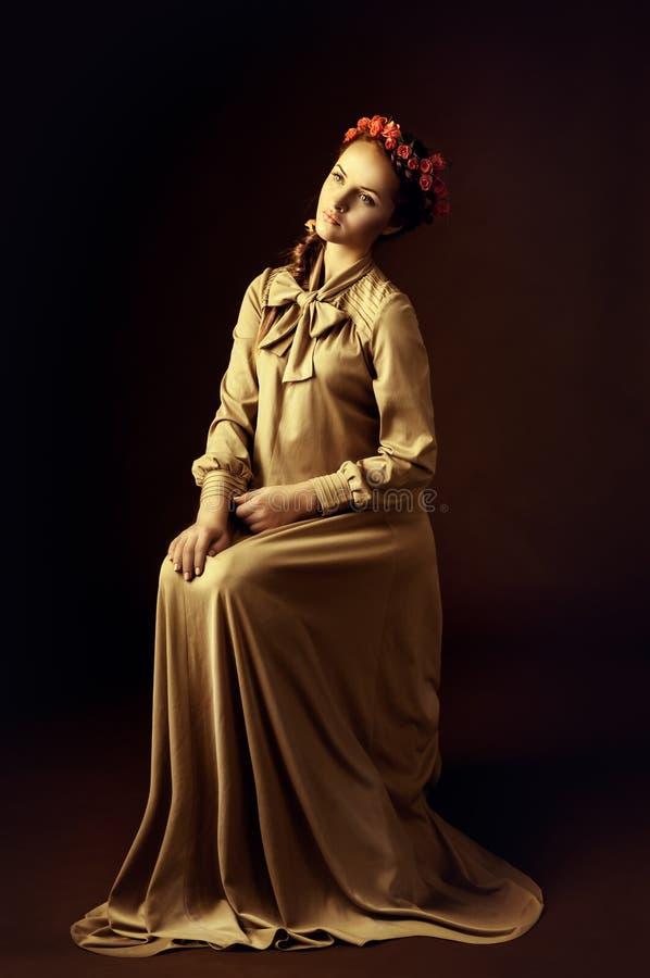 Download Portret młoda kobieta obraz stock. Obraz złożonej z retro - 28040579