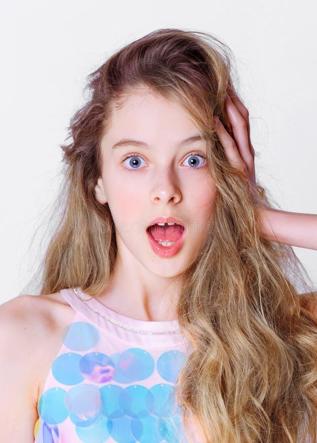 Portret mała wzorcowa dziewczyna zdjęcia royalty free