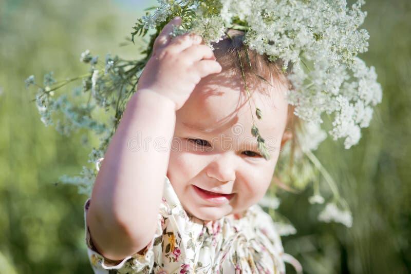 Portret mała dziewczynka z wiankiem obrazy royalty free