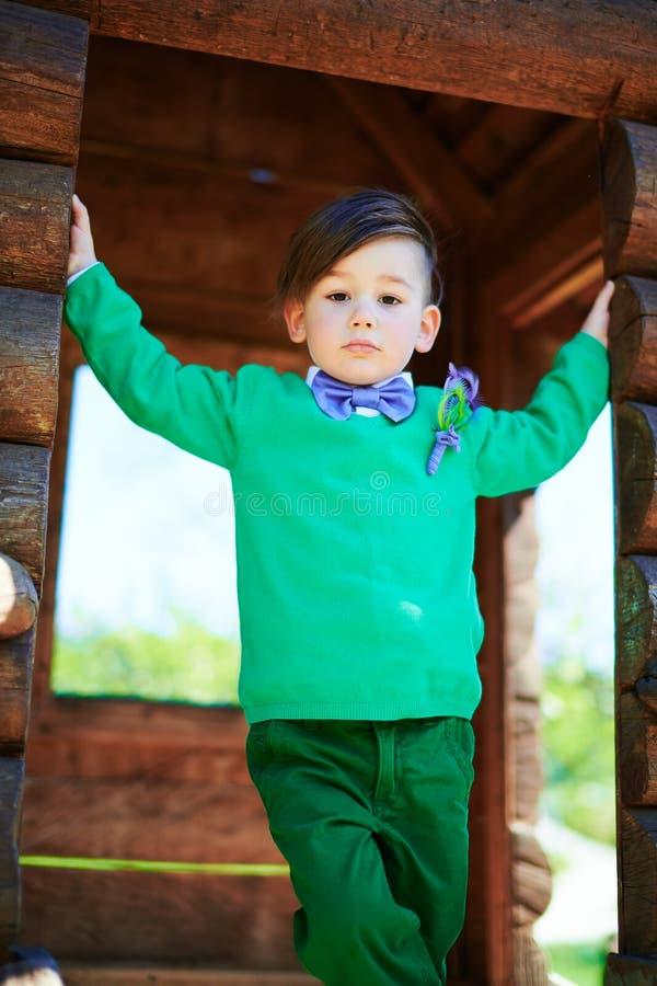 Portret mała elegancka chłopiec zdjęcie stock