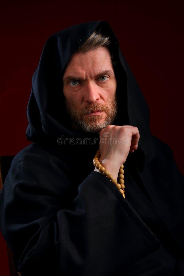 Portret michaelita w czarnej sutannie z różanem, obrazy royalty free