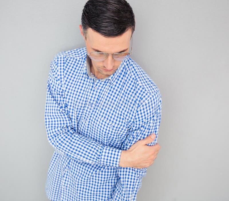 Download Portret Moda Mężczyzna W Szkłach Zdjęcie Stock - Obraz złożonej z tło, zaufanie: 53788934