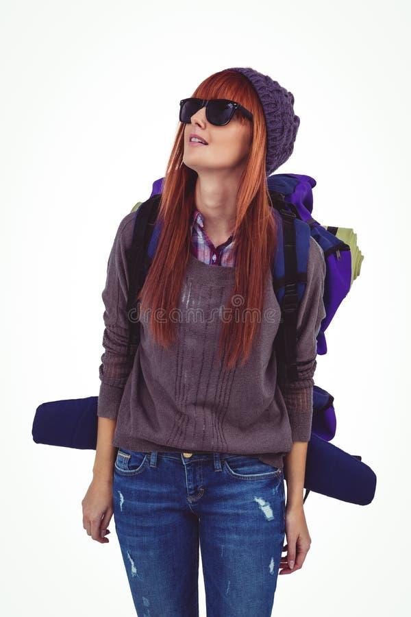 Portret modniś kobieta z podróży torbą obraz stock