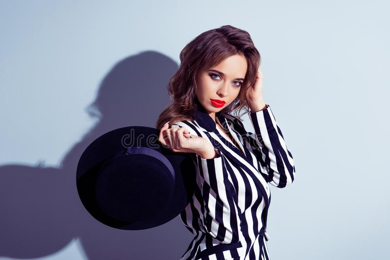 Portret modny z klasą piękny atrakcyjny dosyć elegancki graca zdjęcia stock
