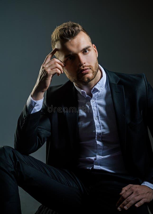 portret mody Mężczyzna w klasycznej kostium koszula Biznes ufny Portret przystojny poważny samiec model Ambicja i zdjęcie royalty free