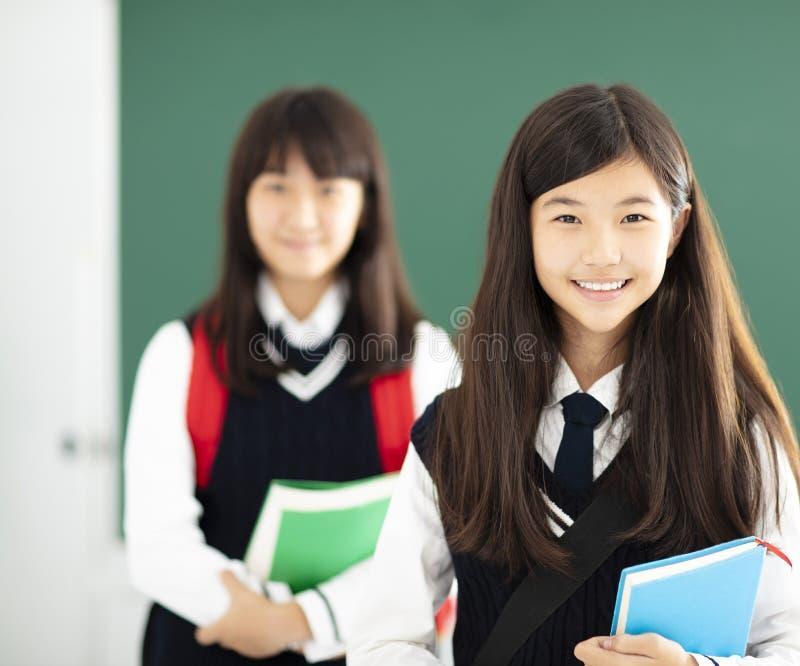 Portret nastolatek dziewczyny uczeń w sala lekcyjnej fotografia stock