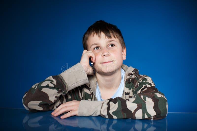 Portret nastolatek z telefonem zdjęcie royalty free