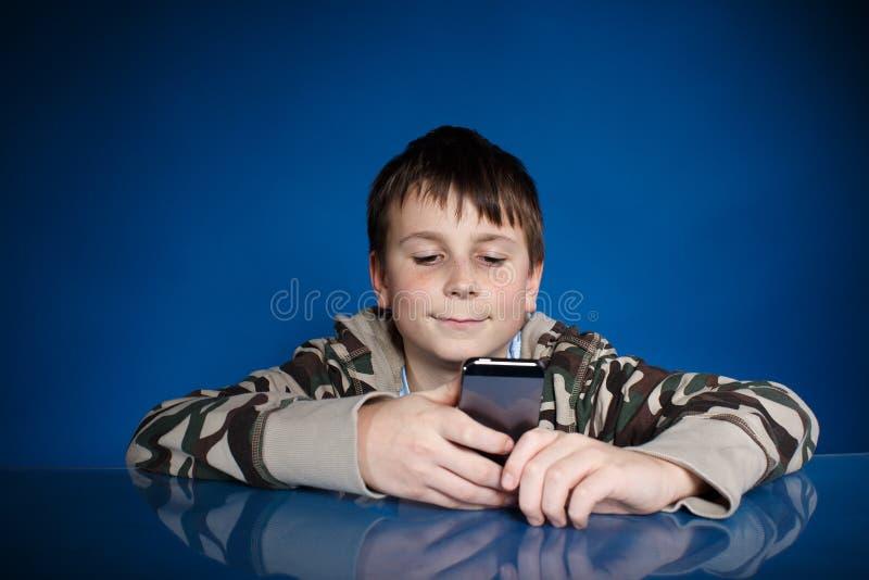 Portret nastolatek z telefonem fotografia royalty free