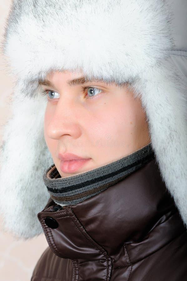 Portret nastoletni chłopak w zimie odziewa obrazy stock