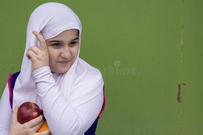 Portret Nastoletnia Piękna dziewczyna Jest ubranym Tradycyjnego Trykotowego C obrazy stock