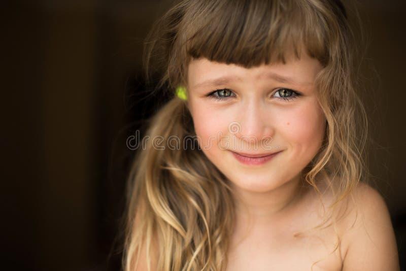 Portret nieśmiała mała dziewczynka fotografia royalty free